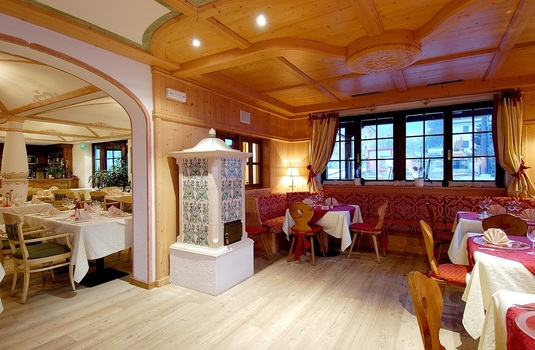 Resort carousel golf hotel folgaria dining