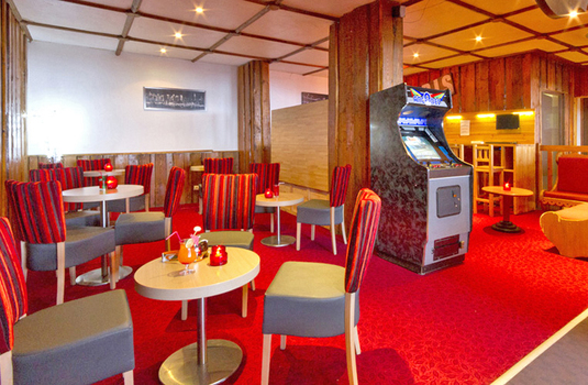Resort carousel hotel club mmv les neiges cafe