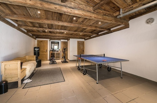 petit-yeti-basement-games-room