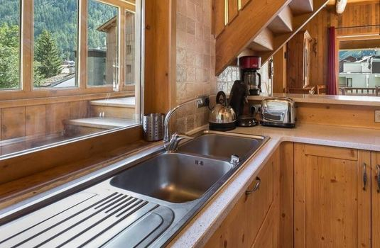 Resort carousel chalet thovex kitchen