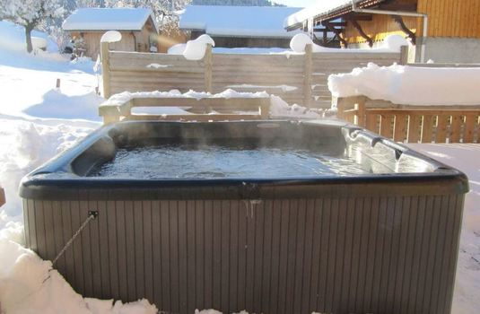 chalet-carin-lodge-hot-tub