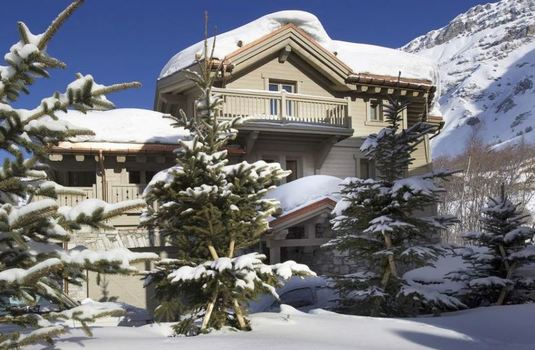 chalet-white-pearl-exterior