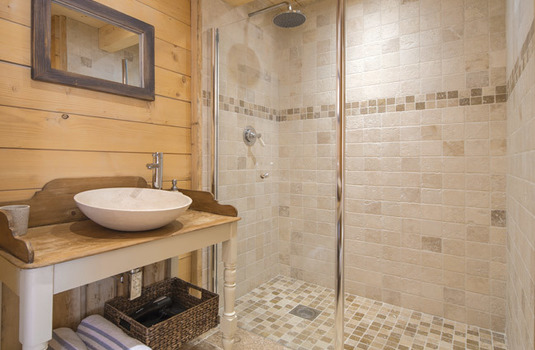 Chalet-Delphine-Shower.jpg