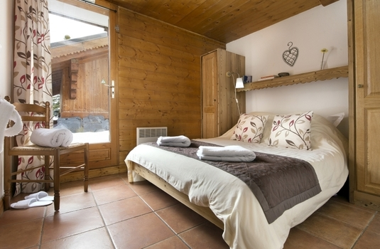 Chalet-Katie-Bedroom.jpg