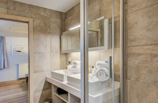 Carre-Blanc-361-bathroom