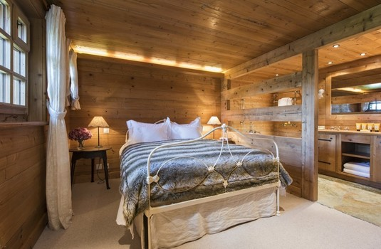 Chalet-Le-Ti-bedroom
