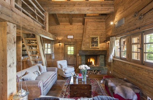 Chalet-Le-Ti-dining-room