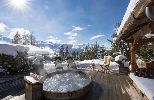 Resort carousel chalet le ti hot tub