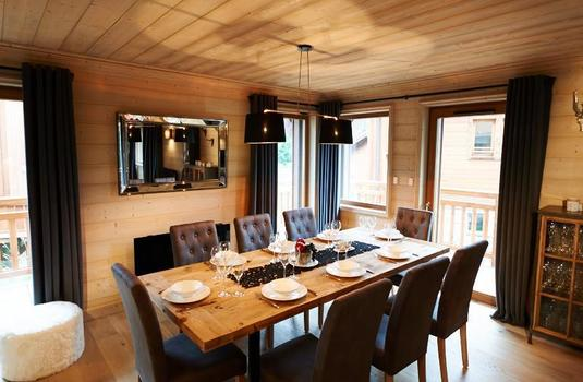 Chalet-Everest-II-dining