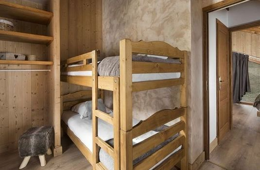 Resort carousel chalet aigrette bunk bedroom