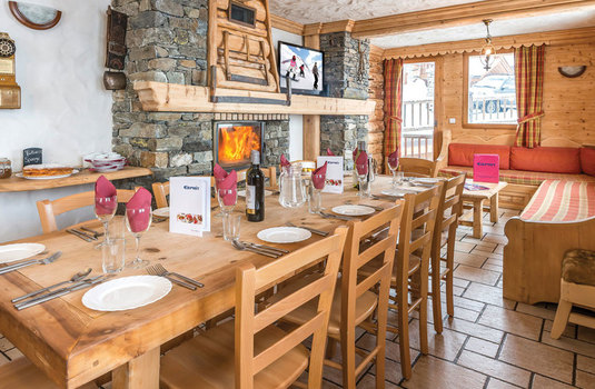 Chalet-Le-Braconnier-Set-Dining-Table.jpg