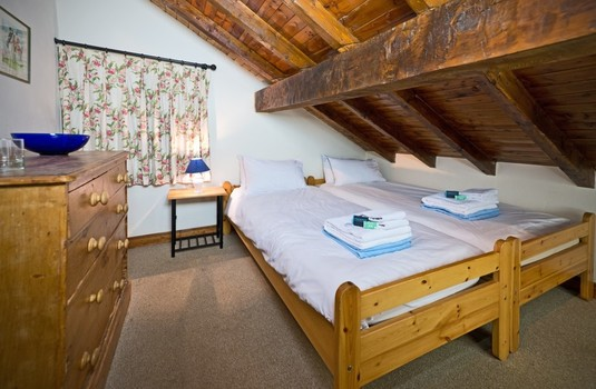 Resort carousel chalet du guide update bedroom2