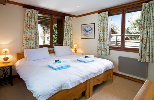 Resort carousel chalet du guide update bedroom4