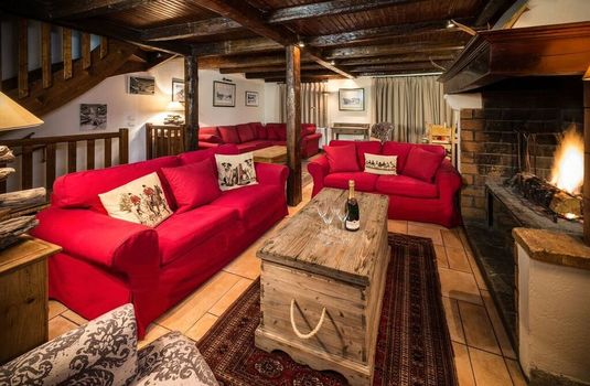Resort carousel chalet du guide update lounge2