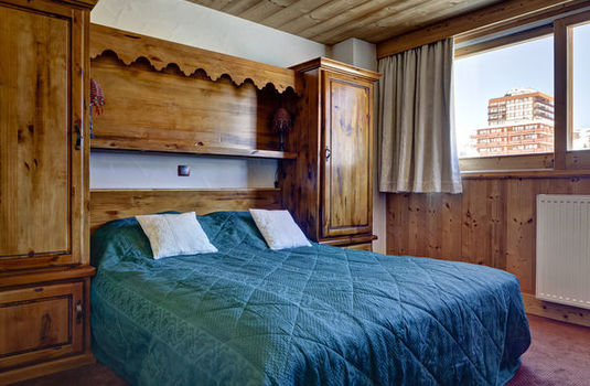 Chalet-Lily-update-bedroom