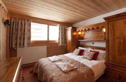 Chalet-Lily-update-bedroom2