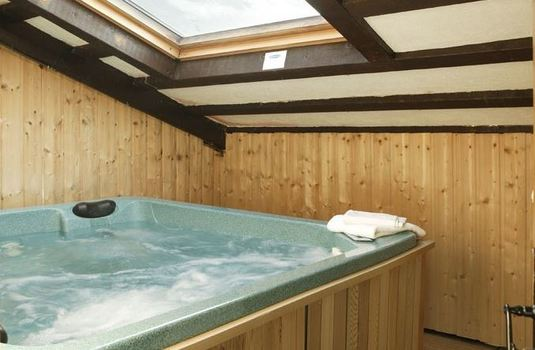 Resort carousel chalet bouquetin update hot tub