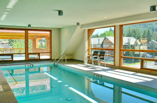 moose-hotel-suites-pool