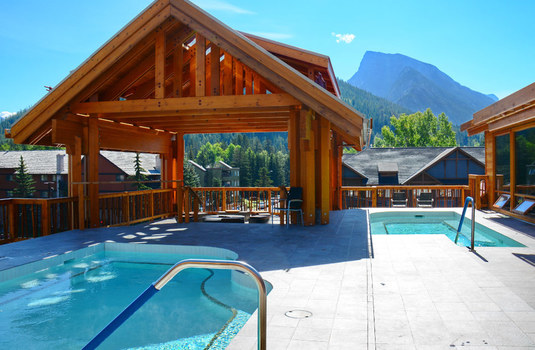 moose-hotel-suites-swimming