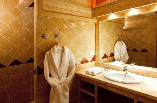 Resort carousel chalet la chapelle update bathroom