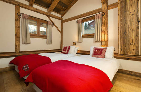 Resort carousel chalet mont blanc new bedroom2