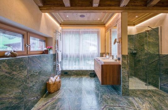 Resort carousel chalet laurus update bathroom