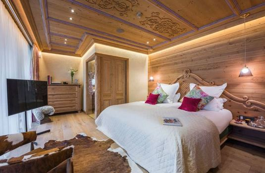 Resort carousel chalet laurus update bedroom2