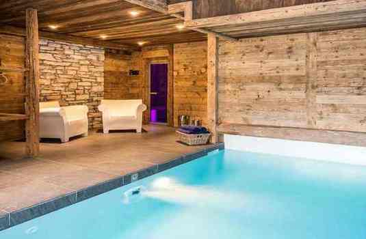 Chalet-La-Face-indoor-pool-2