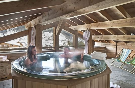 Resort carousel chalet grand mouflon hot tub