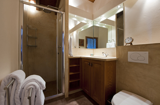 Chalet-Sabrina-Bathroom.jpg
