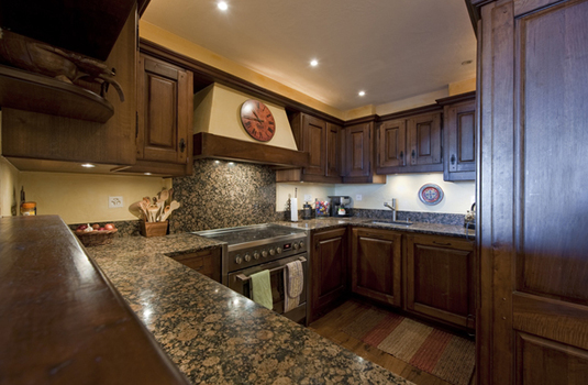 Chalet-Sabrina-Kitchen.jpg