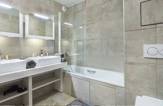 Apartment-Carre-Blanc-233-Bathroom2-RS
