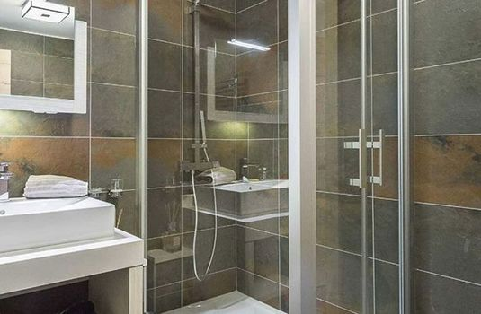 Apartment-Carre-Blanc-233-Bathroom-RS
