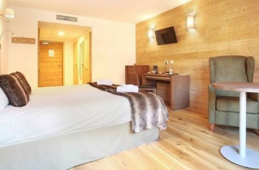 Hotel-Le-Chamois-Bedroom-RS