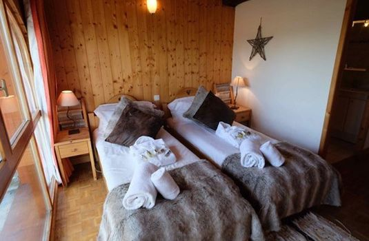 Resort carousel chalet castor twin bed 18 rs
