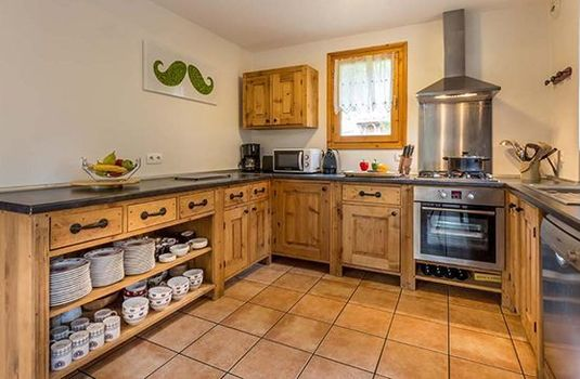 Chalet-White-Moustache-Kitchen-RS