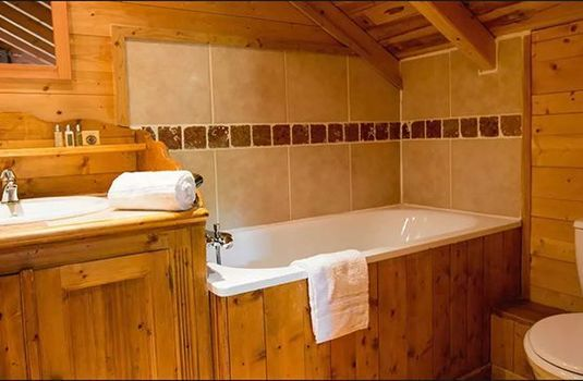 Chalet-Jennifer-Bathroom-RS