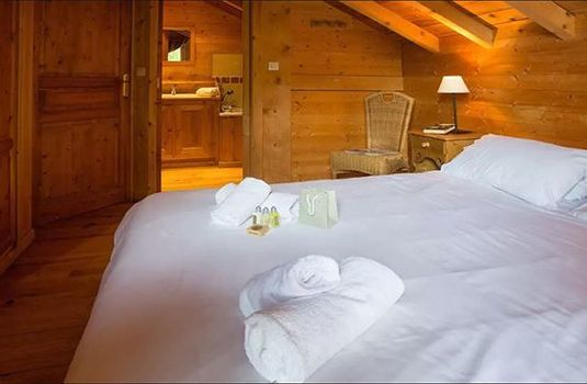 Chalet-Jennifer-Bedroom-Bathroom-RS