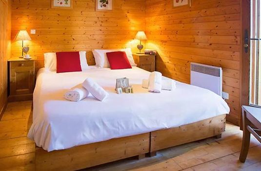Chalet-Jennifer-Bedroom-Double-RS