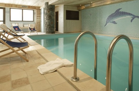Resort carousel aigle indoor pool
