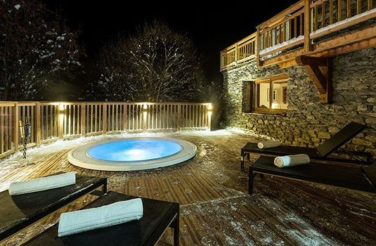 Chalet-Iona-Hot-Tub