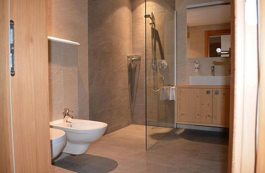 Resort carousel schonblick bathroom2rs