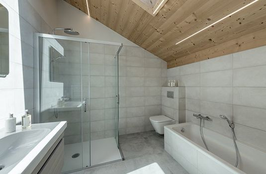Chalet-Lorne-BathroomRS