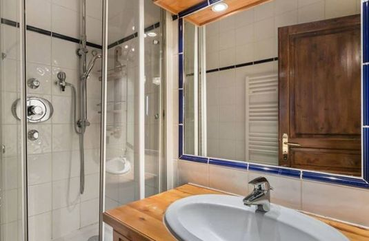 Resort carousel apartment bachal 1b bathroomrs