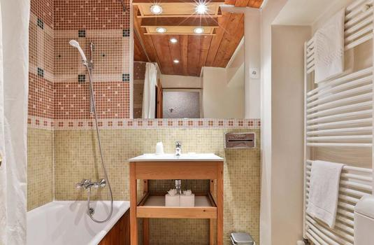 Resort carousel chalet lores bathroom