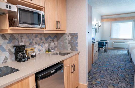 Resort carousel tunnel mountain resort superior suite 1queen 2twin kitchenette