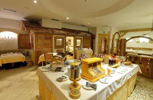 Resort carousel hotel chalet all imperatore buffet2