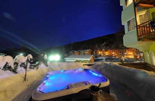 Resort carousel hotel chalet all imperatore jacuzzi