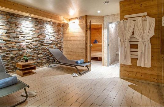 Resort carousel chalet sarenne spa