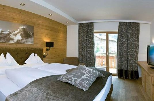 Resort carousel hotel gotthard  bedroom 2